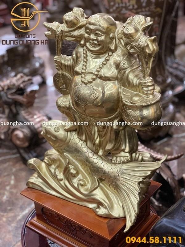 Tượng Phật Di Lặc cưỡi cá chép thường toát ra nét lạc quan, yên vui