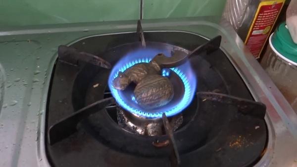 Dùng lửa để xác định đồng thật và giả