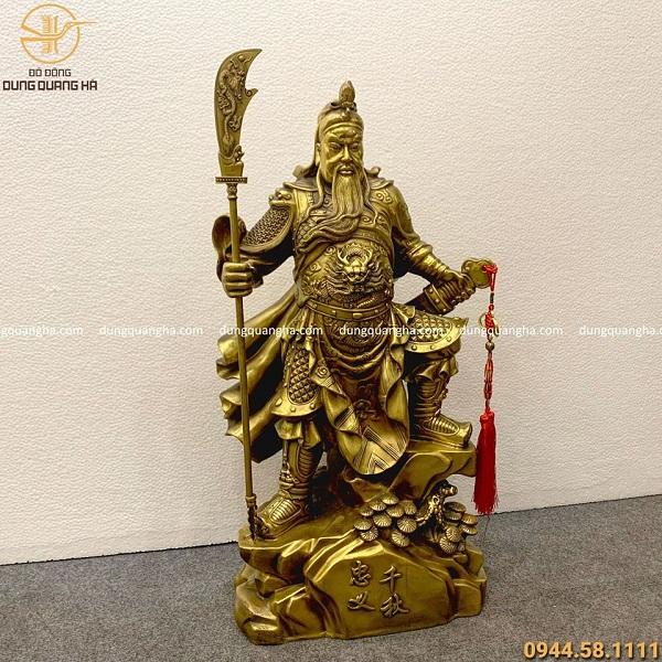 Mẫu tượng Quan Công cầm đao bằng đồng vàng mộc tinh xảo