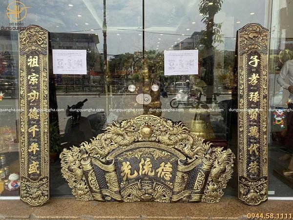 Bộ hoành phi câu đối bằng đồng sơn màu giả cổ của đồ đồng Dung Quang Hà