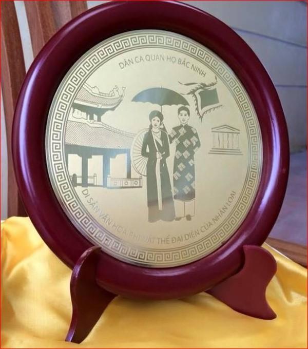 Dân ca quan họ Bắc Ninh được thể hiện trên đĩa đồng