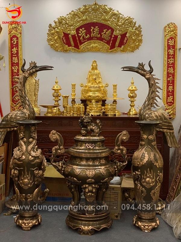 Đỉnh đồng hiện nay xuất hiện phổ biến trên bàn thờ gia tiên của nhiều gia đình