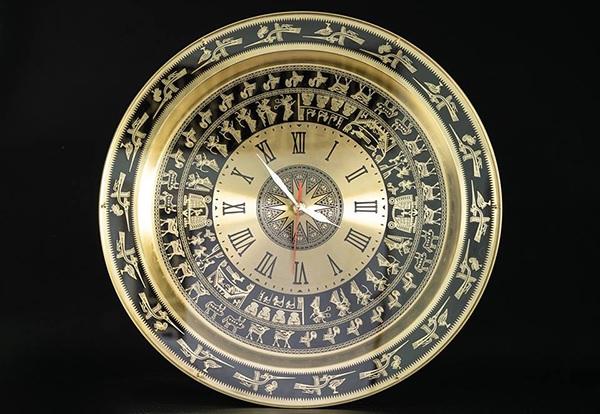 Đồng hồ mặt trống đồng là sản phẩm độc đáo, ấn tượng