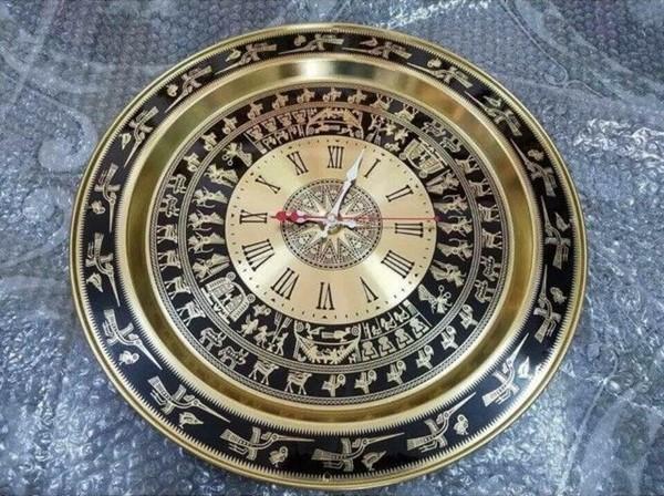 Đồng hồ mặt trống đồng thể hiện văn hóa dân tộc