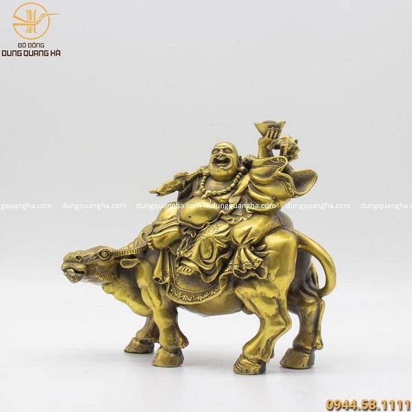 Tượng Phật Di Lặc cưỡi trâu độc đáo bằng đồng