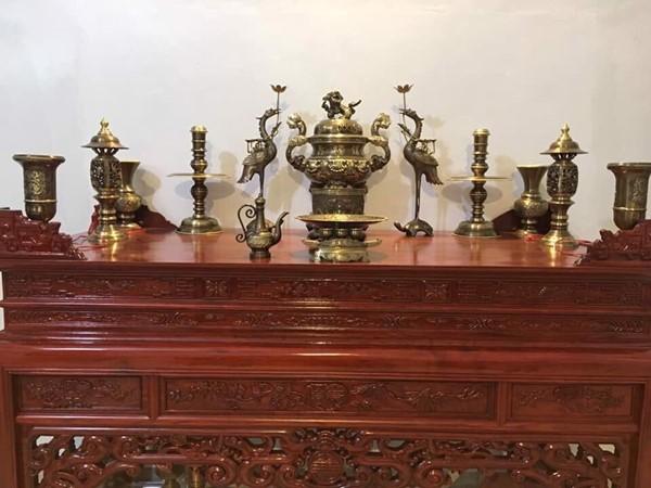 Cách bày đỉnh đồng trên bàn thờ gia tiên