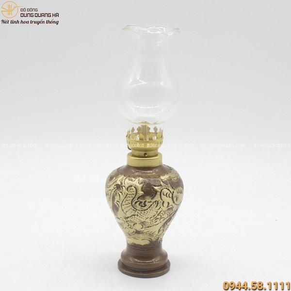 Đèn dầu bằng đồng chạm hoa văn rồng cổ kính tinh xảo