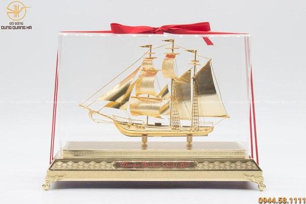 Quà lưu niệm thuyền buồm mạ vàng 30cm thiết kế tinh xảo