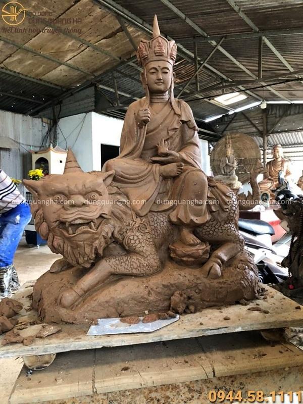 Tượng Bồ Tát Địa Tạng cưỡi sư tử cao 68cm đồng đỏ cạo màu