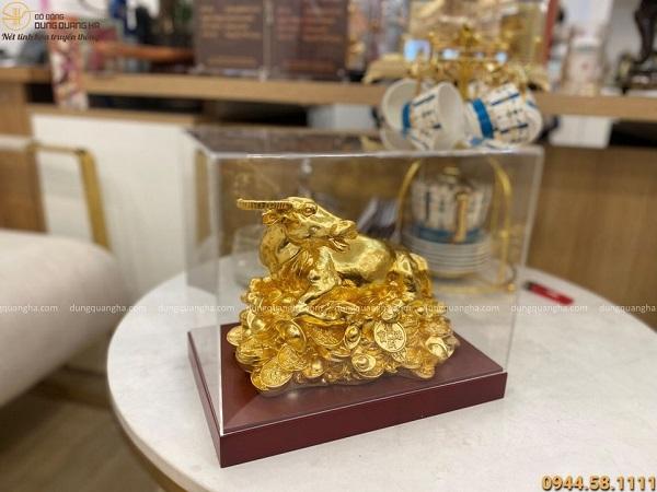Tượng trâu đồng nằm trên tiền thếp vàng kích thước 24x17 cm