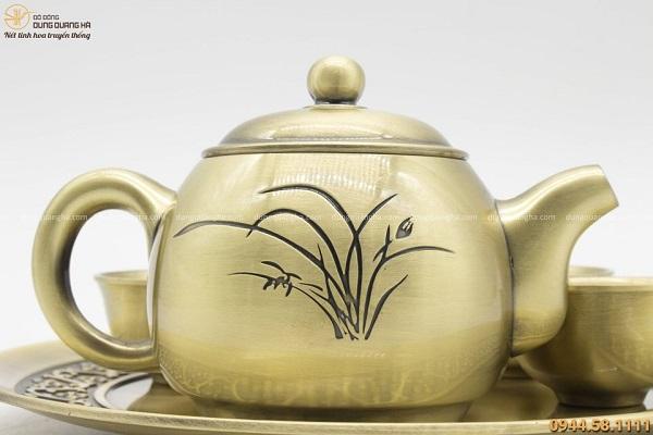 Bộ ấm chén bằng đồng vàng hoa văn tinh xảo trang nhã