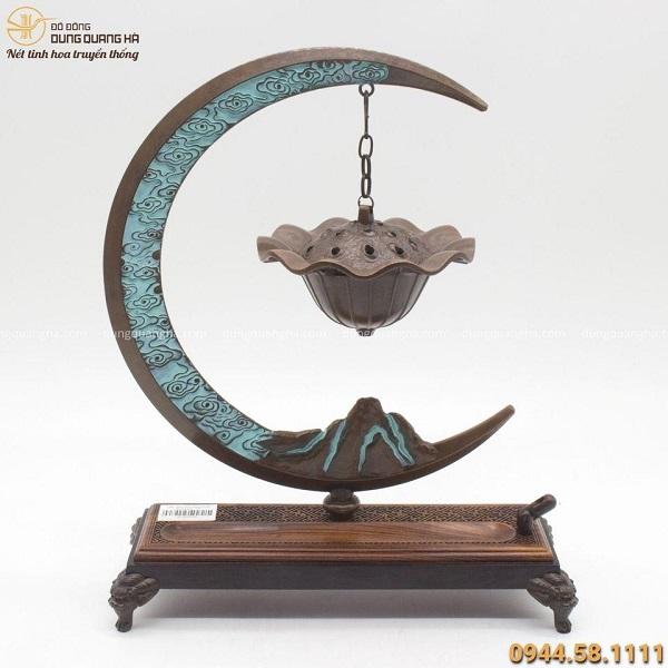 Lư đốt trầm treo mặt trăng bằng đồng vàng kích thước 33x25cm
