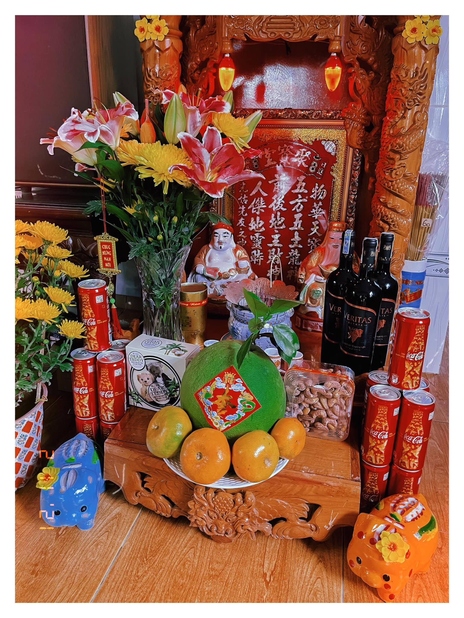 Mâm bồng để đựng hoa quả, bánh kẹo trên bàn thờ