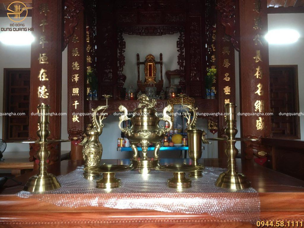Tùy vào kích thước và không gian thờ cúng có thể đặt số lượng mâm bồng khác nhau