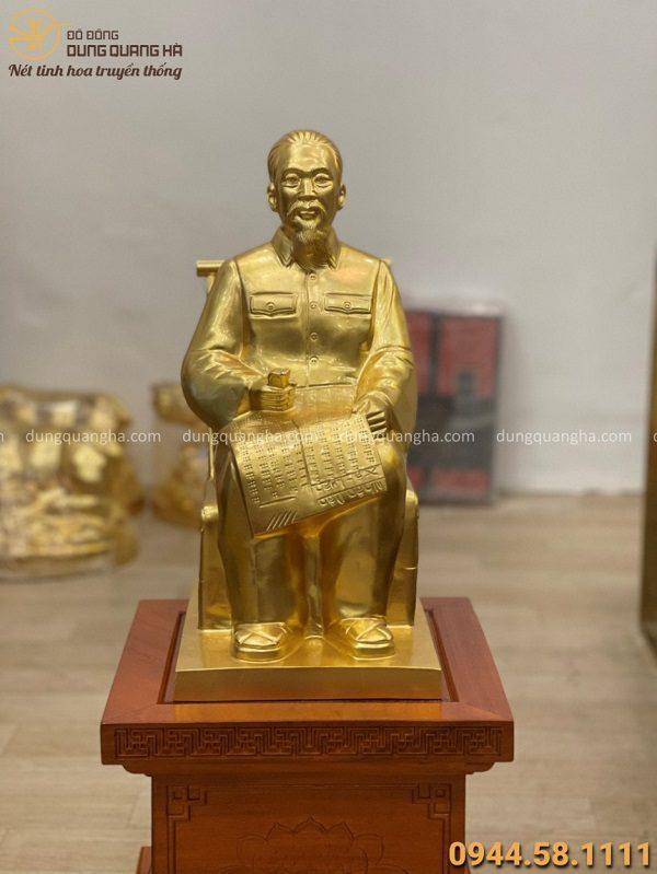 Tượng Bác Hồ bằng đồng ngồi ghế mây dát vàng 9999 cao 42cm