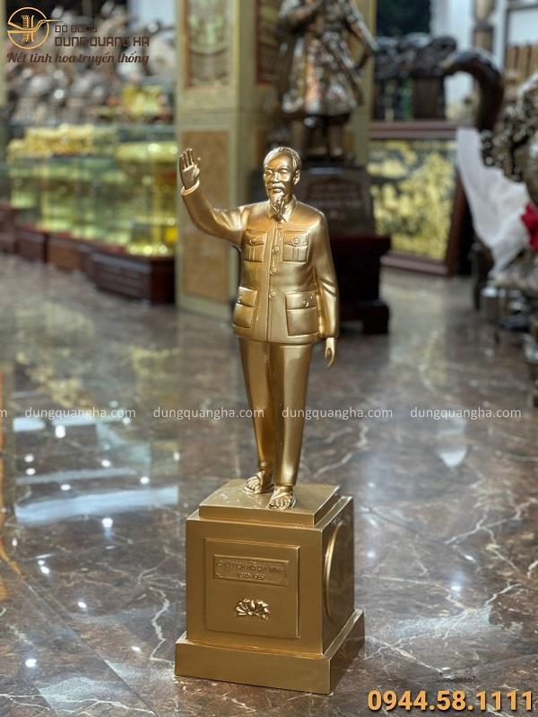 Tượng Bác Hồ vẫy tay chào bằng đồng đỏ cao 70cm tinh xảo
