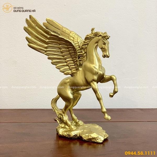 Tượng ngựa có cánh cỡ nhõ