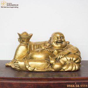Tượng Phật Di Lặc nằm tựa bị cầm vàng bằng đồng vàng 28x60cm