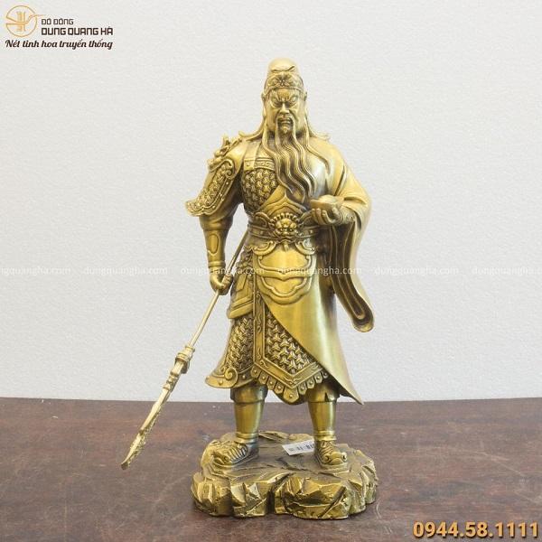 Tượng Quan Công đứng cầm vàng và đao 39x10cm nặng 3,6kg