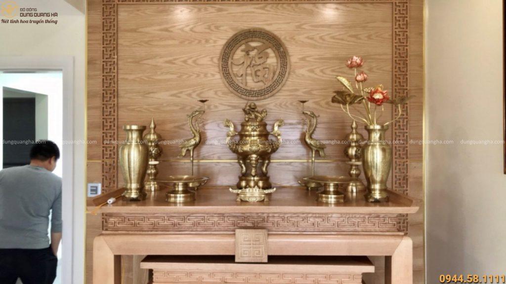 Bộ đồ thờ cúng trên bàn thờ gia tiên