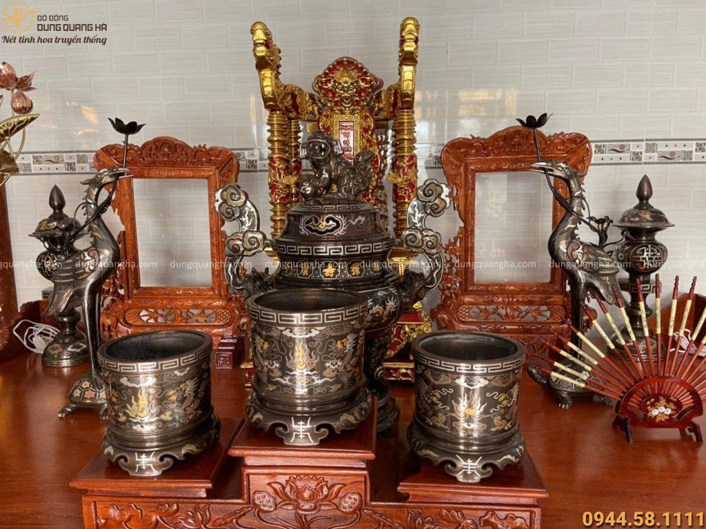 Cách bày trí vật phẩm thờ cúng trên bàn thờ gia tiên