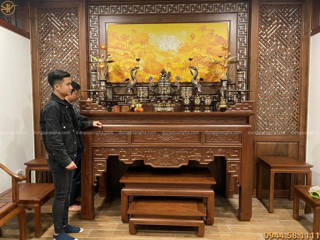 Bộ đồ thờ khảm ngũ sắc đầy đủ tại nhà khách tại Bắc Giang