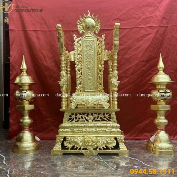 Ngai thờ bằng đồng dát vàng