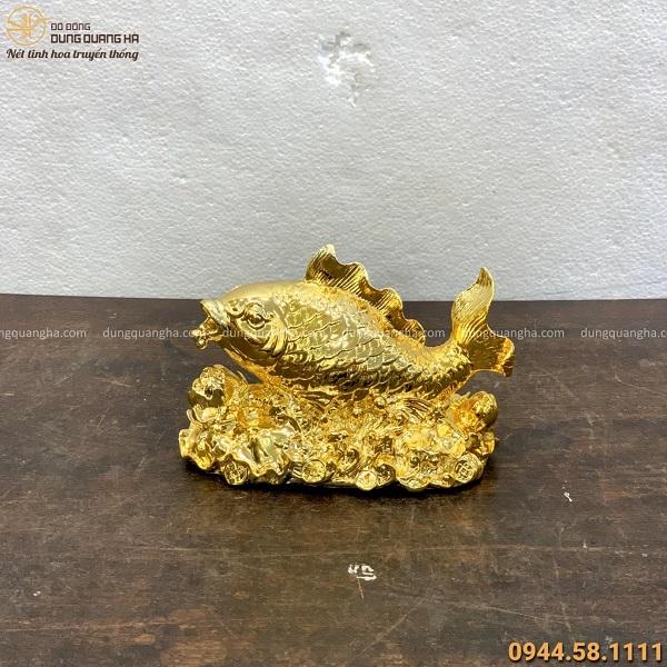Tượng cá chép hoa sen phong thủy 13x18cm đồng vàng mạ vàng