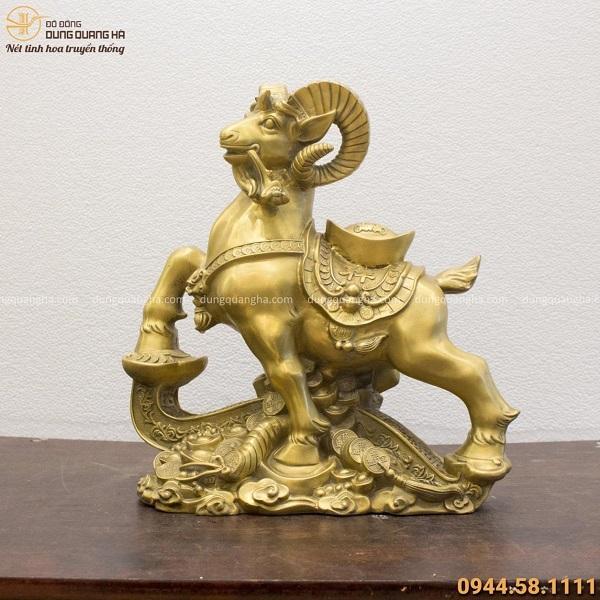 Tượng Dê phong thủy cưỡi gậy Như Ý 40x35cm bằng đồng vàng