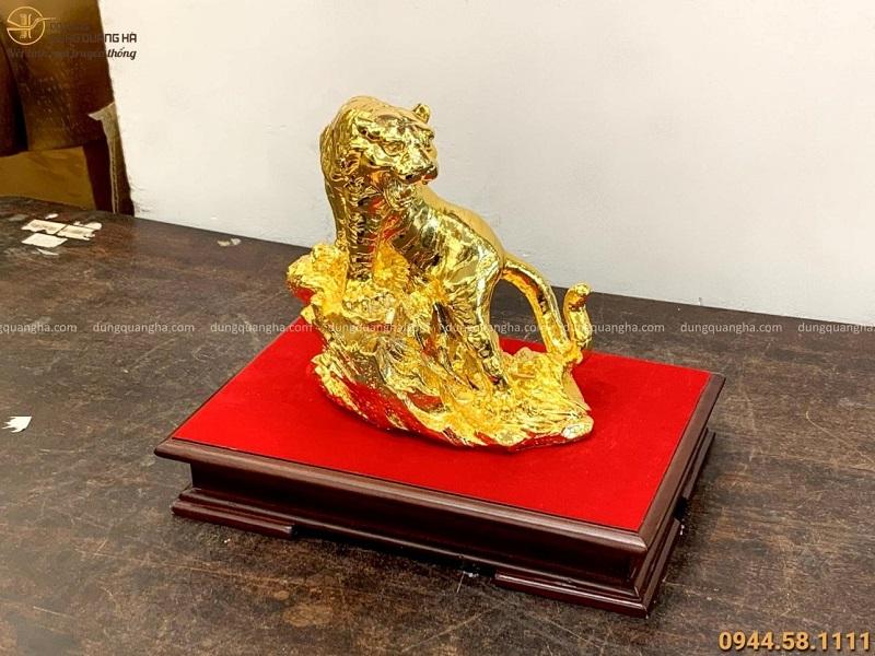 Tượng Hổ đứng trên đá cao 22x20cm bằng đồng vàng mạ vàng