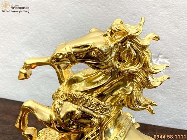 Tượng ngựa tài lộc bằng đồng mạ vàng 24k thiết kế ấn tượng