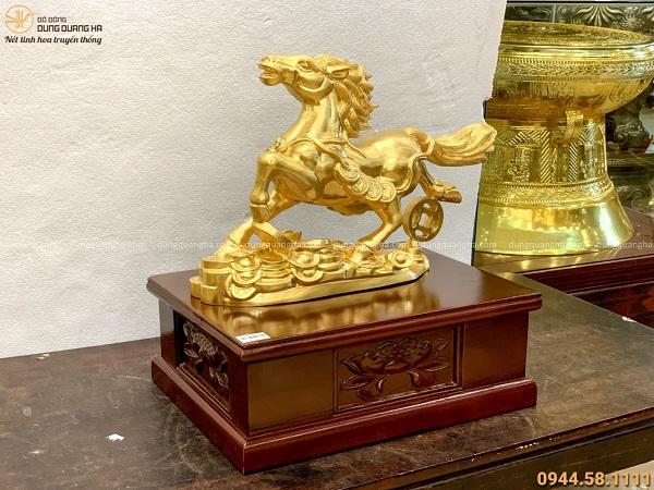 Tượng Ngựa tài lộc đứng trên tiền 32x45x11cm thếp vàng 9999