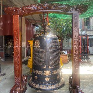 Đúc quả chuông đồng 800kg giá gỗ lim cho chùa Từ Tâm, Phú Yên