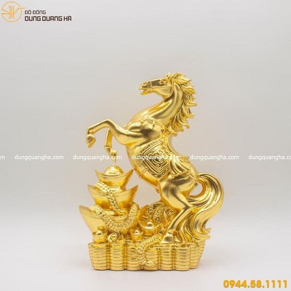 Tượng ngựa bằng đồng thếp vàng