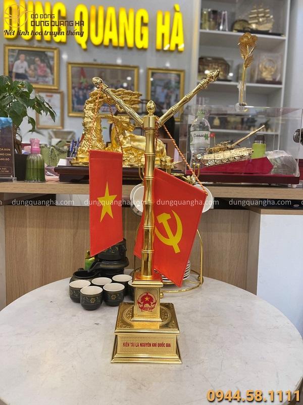 Cột cờ mạ vàng thiết kế tinh xảo để bàn làm việc cao 55cm