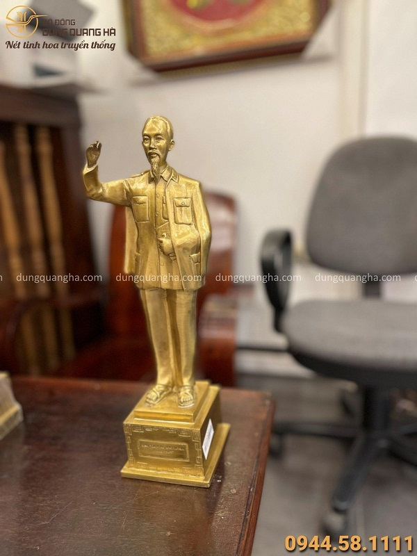 Tượng Bác Hồ vẫy tay chào trang nghiêm cao 38cm bằng đồng vàng