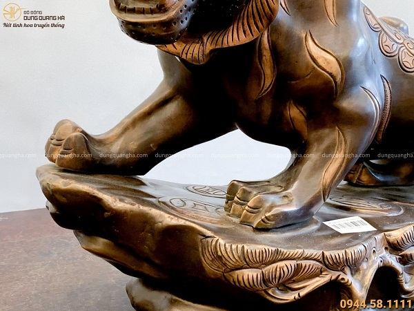Tượng ông Hổ phong thủy bằng đồng hun làm màu độc đáo 61x35cm