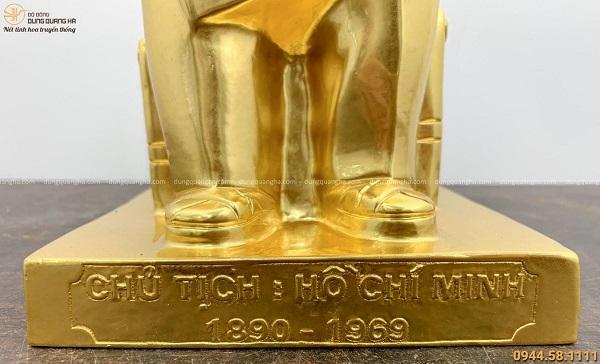 Tượng Bác Hồ ngồi ghế mây đọc báo bằng đồng thếp vàng cao 60cm