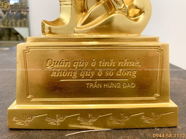 Tượng Đức Thánh Trần Hưng Đạo bằng đồng dát vàng oai phong