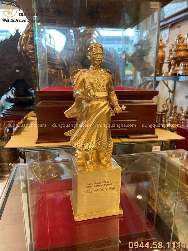 Tượng Trần Hưng Đạo bằng đồng vàng cao 30cm đẹp tinh xảo
