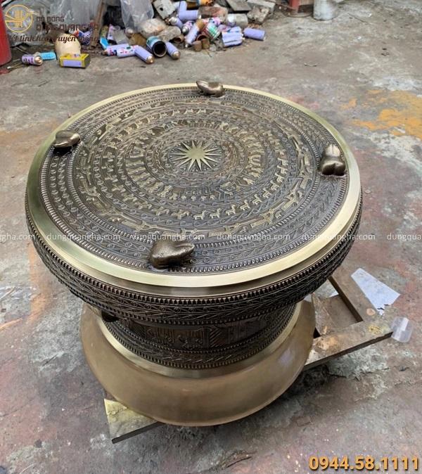 Quả trống đồng phong thủy đẹp cổ kính bằng đồng vàng cao 70cm