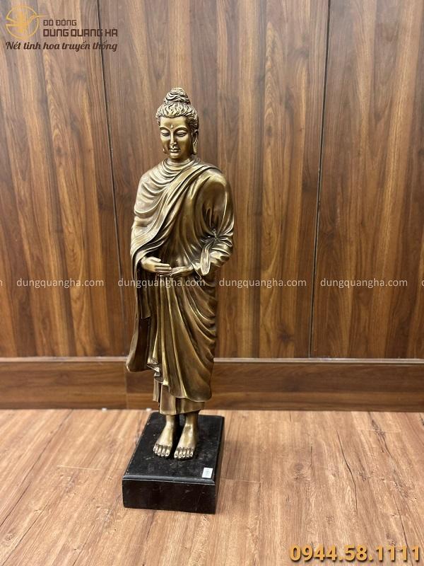 Tượng Phật khất thực cao 93 cm bằng đồng vàng hun giả cổ
