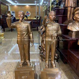 Bộ tượng Bác Hồ + Đại tướng Võ Nguyên Giáp đồng đỏ cao 70cm