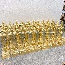 40 pho tượng Bác Hồ vẫy tay chào cỡ nhỏ bằng đồng vàng mộc