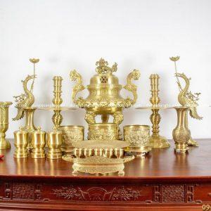 Bộ đồ thờ cúng bằng đồng vàng mộc - 70cm chạm sòi chữ Hán