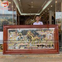 Bức tranh Vinh Quy Bái Tổ bằng đồng hoa văn sắc nét