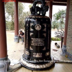 Chuông đồng nhỏ 180kg tại đền làng