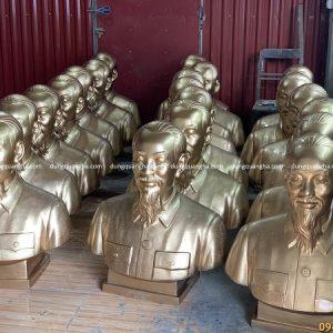 Công trình 20 pho tượng Bác Hồ bán thân cao 80 cm chuẩn bị cho đại hội