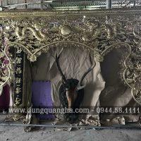 Cửa võng thờ bằng đồng gò chạm tinh xảo