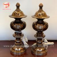 Đôi đèn thờ bằng đồng cao 42cm khảm ngũ sắc_5dda27d268b0f.png